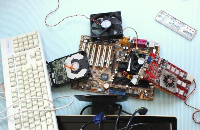 パソコン内部にほこりがたまるといろんなトラブルが・・・